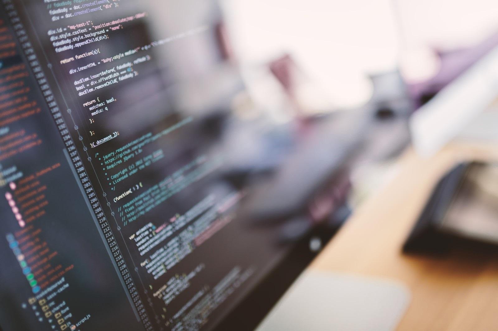 モニターに映るプログラムコード